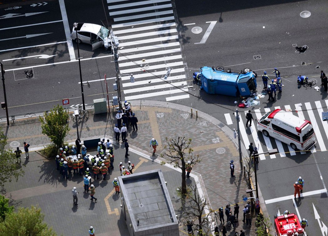 圖/美聯社:根據警方的搜查結果,認為駕駛飯塚幸三當時誤踩油門加速、卻沒有即時反應...