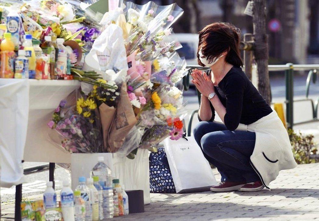 圖/美聯社:圖為池袋車禍現場的民眾悼念。