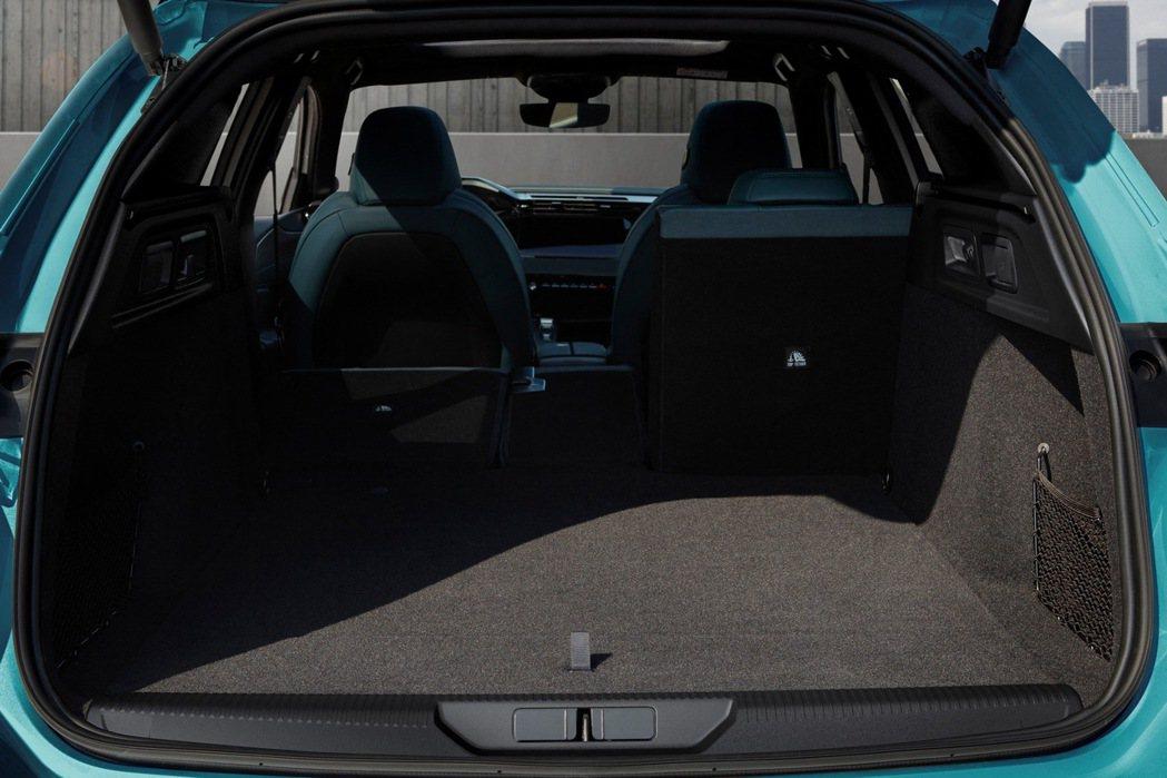 308 SW後座倒平後,有1,634 L的龐大後廂容積。 摘自Peugeot