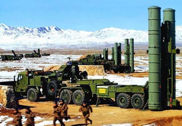中共是統戰的能手,從早期發動「輿論戰」、「心理戰」,再到現代的「網路戰」、「認知戰」,都是一脈相承。圖為先前解放軍的紅旗9防空部隊已進駐西藏中印邊界。圖/取自百度