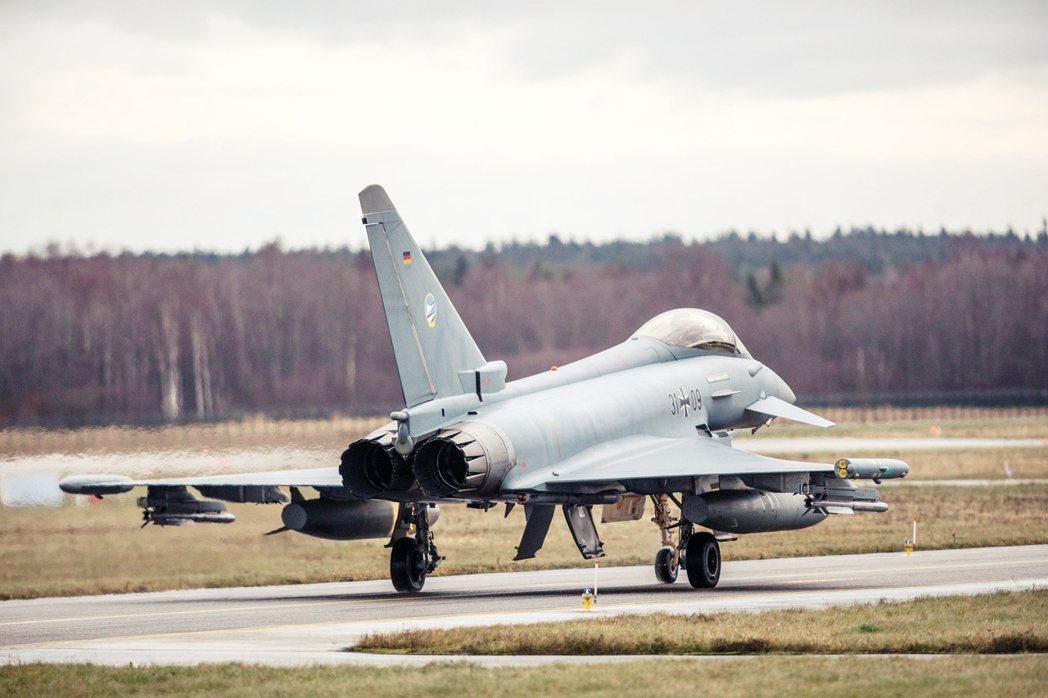國防軍事與外交事務過往一直被認為是綠黨的弱項,但在2021年大選中,德國的綠黨與...