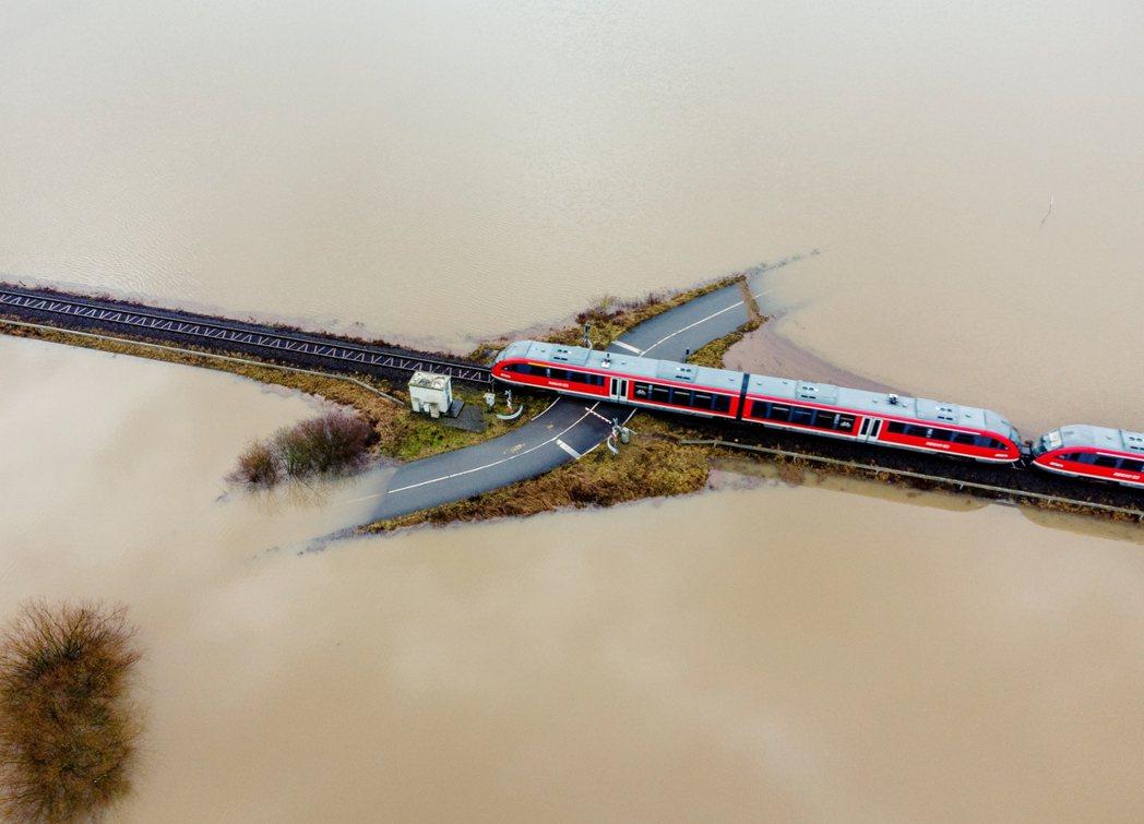 在歐洲,火車票價比短途廉航還要昂貴,是相當常見、也牽扯到各種政策有會的問題。圖為...