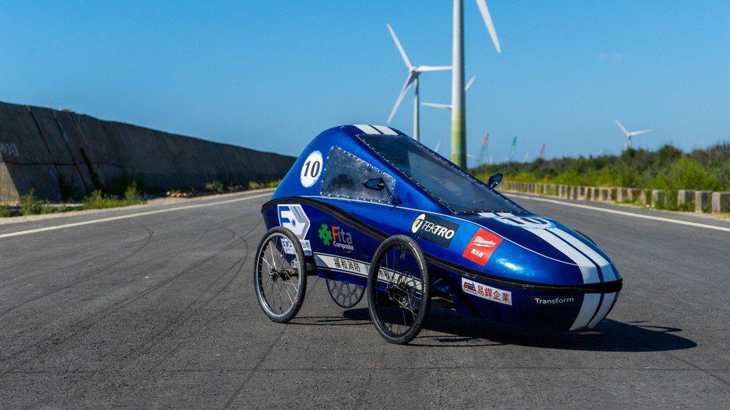 大葉大學機械系Transform車隊為比賽練習,到彰濱試跑。 大葉大學/提供。