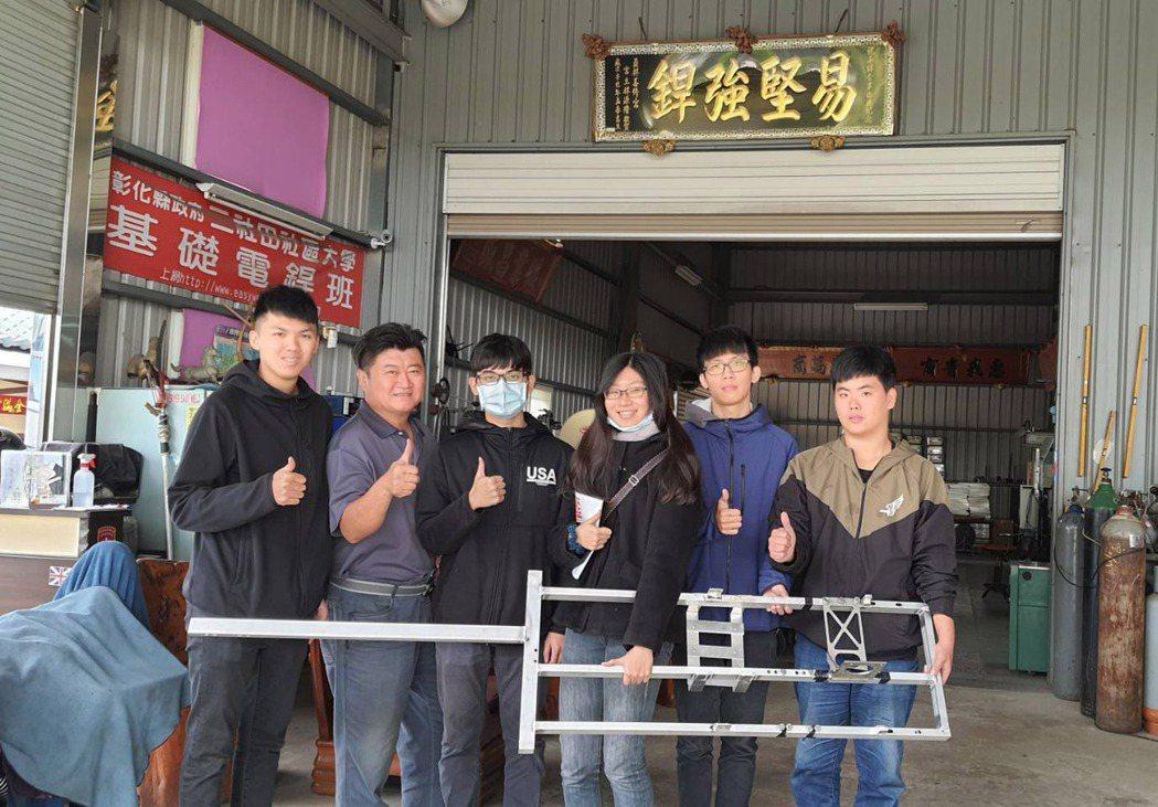 大葉大學機械系大四生林婉婷(右三)是車隊唯一的女生。 大葉大學/提供。