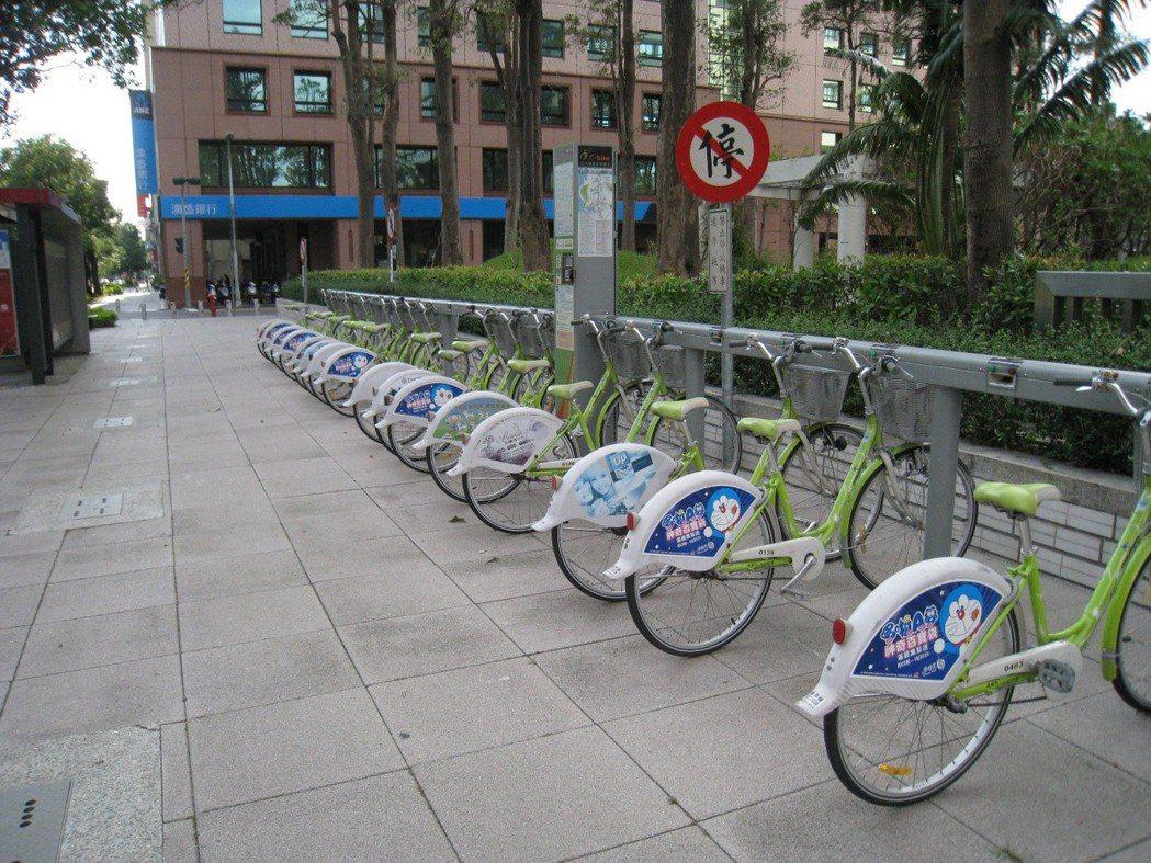 高雄C-Bike轉移YouBike相當順利,高雄民眾騎乘權益受保障。 圖片取自/...