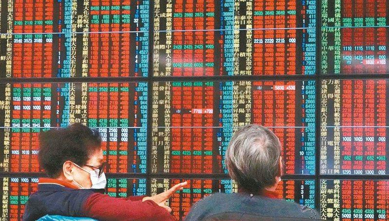 台股週線連6紅,投信預期,台股中長期均線仍呈現多頭排列,外資期現貨略為同步作多,台股中多格局未變。 報系資料照
