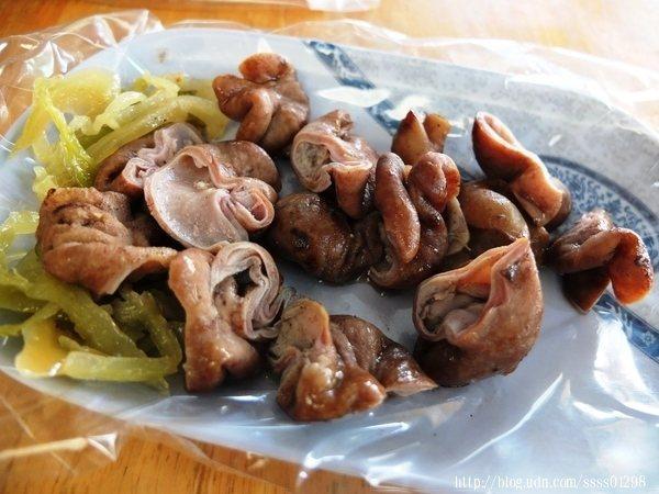 限量大腸頭處理得好乾淨,沒有腥臭味,有豐富油脂,越嚼會越香喔。