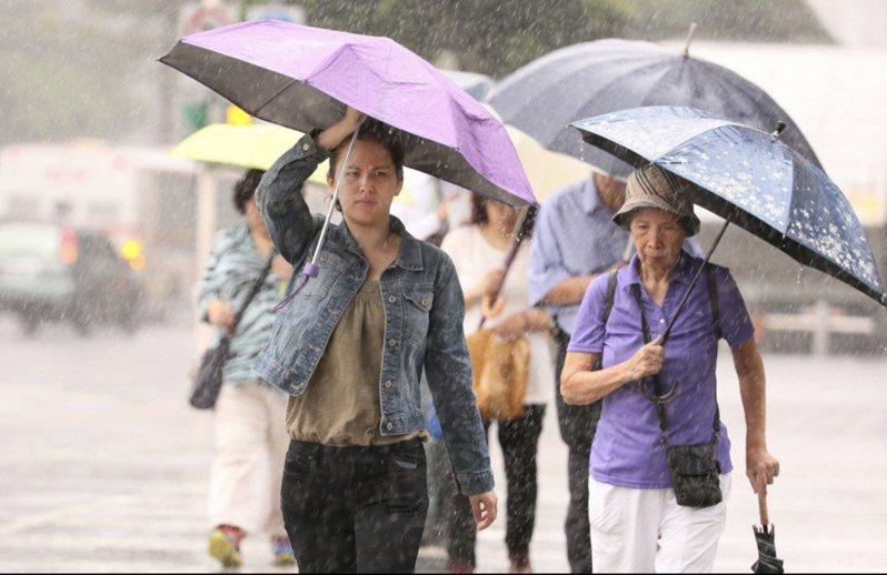 典型梅雨鋒面來了。聯合報系資料照