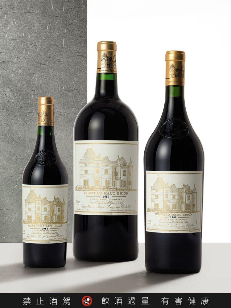 侯伯王1989年,單瓶3公升裝,估價70,000港元起;1989年,6瓶組,估價...