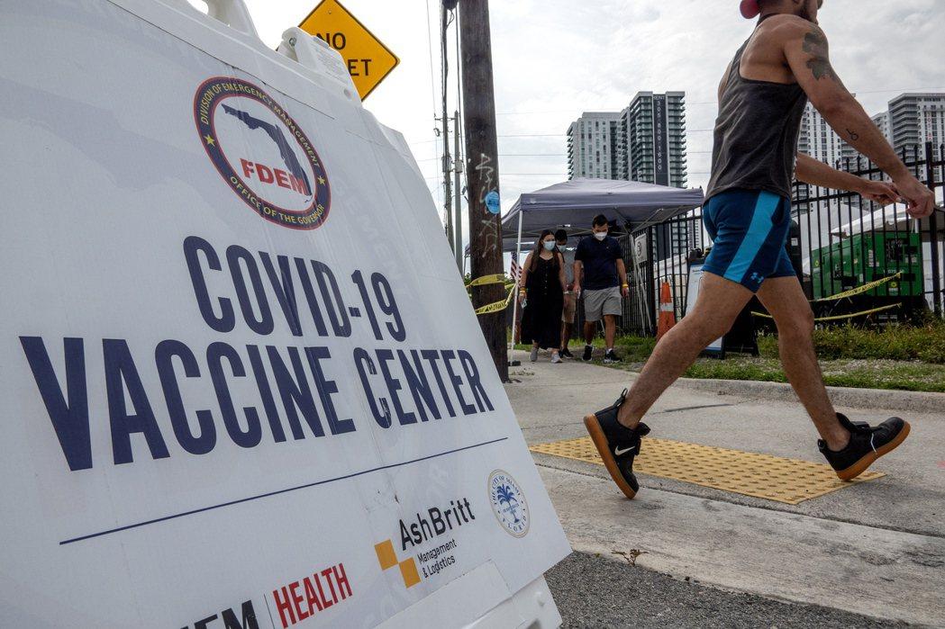 白宮21日詳述其第二波海外捐贈的5500萬劑新冠疫苗的計畫,不過由於運送障礙及其...