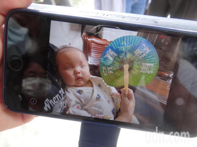 才兩個多月大的女嬰,在吃完剛打完疫苗的母乳,即發生猝死,可愛模樣只能留在記憶中。記者蔡維斌/攝影