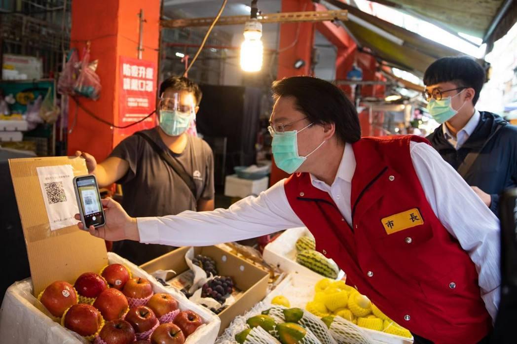 林右昌在臉書籲柯文哲北農跟進2罩1套,並指現在全國解封關鍵在柯市長。圖/取自林右...