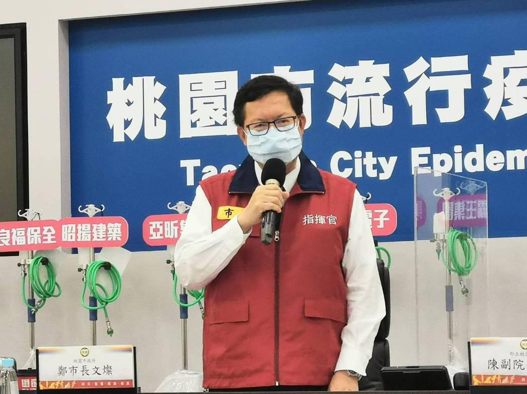 桃園市長鄭文燦說明國軍桃園總醫院群聚感染,全面採檢1400人完成。圖/市政府提供