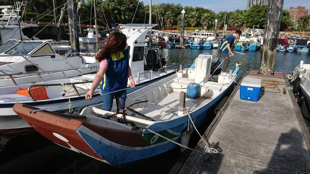 新北市漁筏若在三級警戒碰上執照到前6個月,可選擇免收檢查費換照或到期延後3個月再...