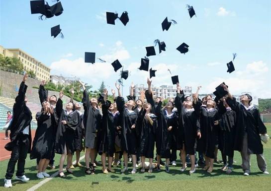 報告顯示,上海、深圳、廣州成為今年大學畢業生首選工作城市前三名。照片/騰訊網