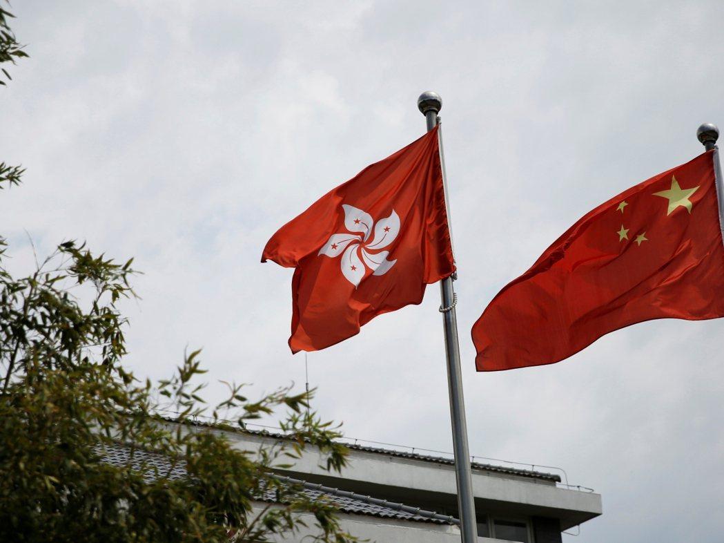 大陸學者認為,台灣駐港機構須遵守香港基本法和有關法律,不能有違反一中原則的任何言...
