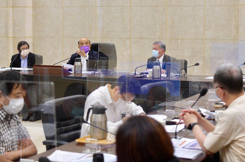 行政院長蘇貞昌今上午召開行政院擴大防疫會議。圖/行政院提供