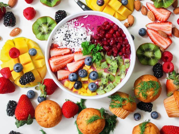 飲食中,多攝取各種營養,也能讓氣色變好。圖/摘自Pelexs