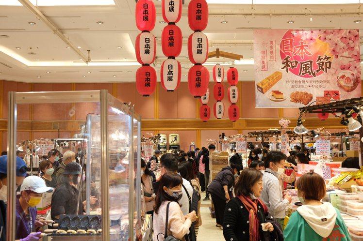 SOGO夏季日本展因應疫情購物需求,推出得來速客製化購買服務,只要電話預約即可為...