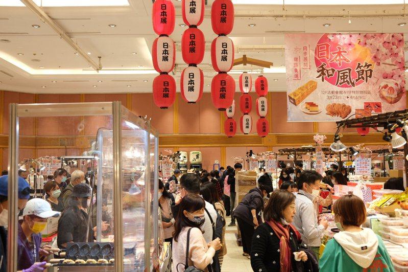 SOGO夏季日本展因應疫情購物需求,推出得來速客製化購買服務,只要電話預約即可為消費者送達1樓東後門指定地點,以及全台免運送到家服務(生鮮類除外)。本報資料照片