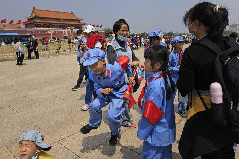 今年七月一日,中共將慶祝建黨百年,各種慶祝活動在各地陸續登場。美聯社