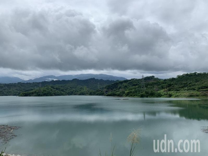 雲林湖山水庫蓄水量快達滿水位,久違的湖光山色美景再現。記者陳苡葳/攝影