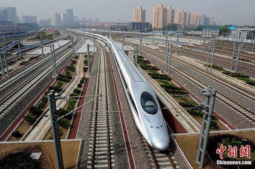 京滬高鐵沿線七省市經濟發達、人口稠密,所經區域人口占全大陸26.7%。照片/中新...