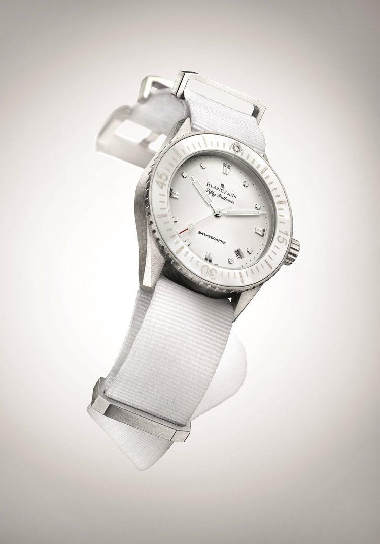 Blancpain提供的Fifty Fathoms五十噚白色潛水腕表,精鋼、30...