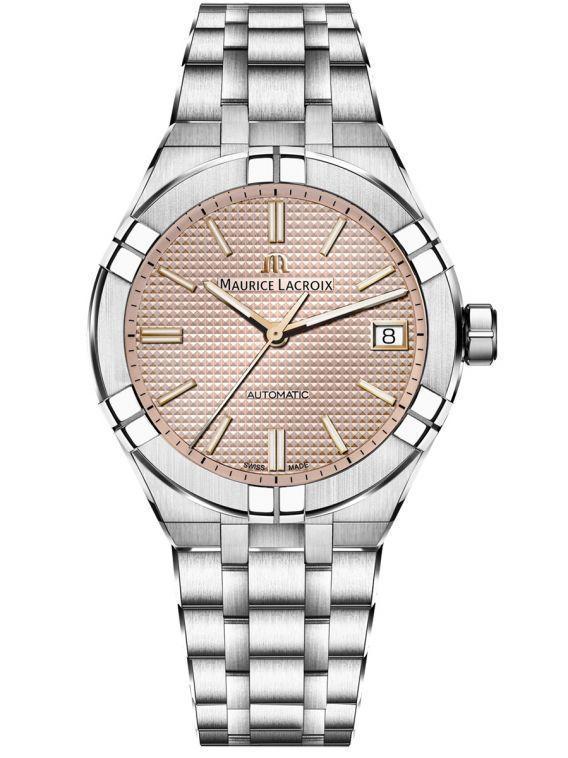 Carolina Marin配戴的Aikon系列腕表,以金屬鍊帶表殼、表帶,可同...