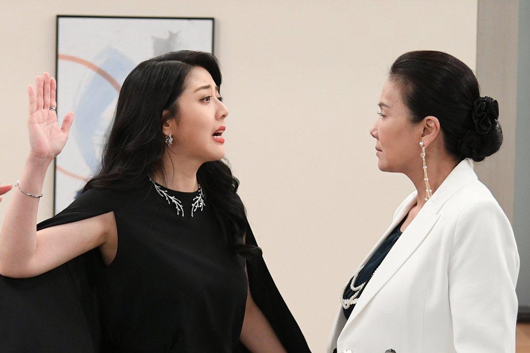 韓瑜(左)和丁國琳雙女在「天之驕女」中使壞。圖/三立提供