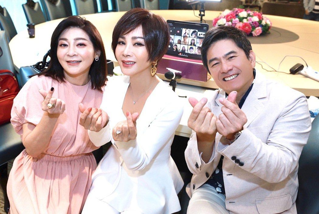 洪都拉斯(右起)、陳美鳳開視訊宣傳新戲,王彩樺突現身給驚喜。圖/民視提供