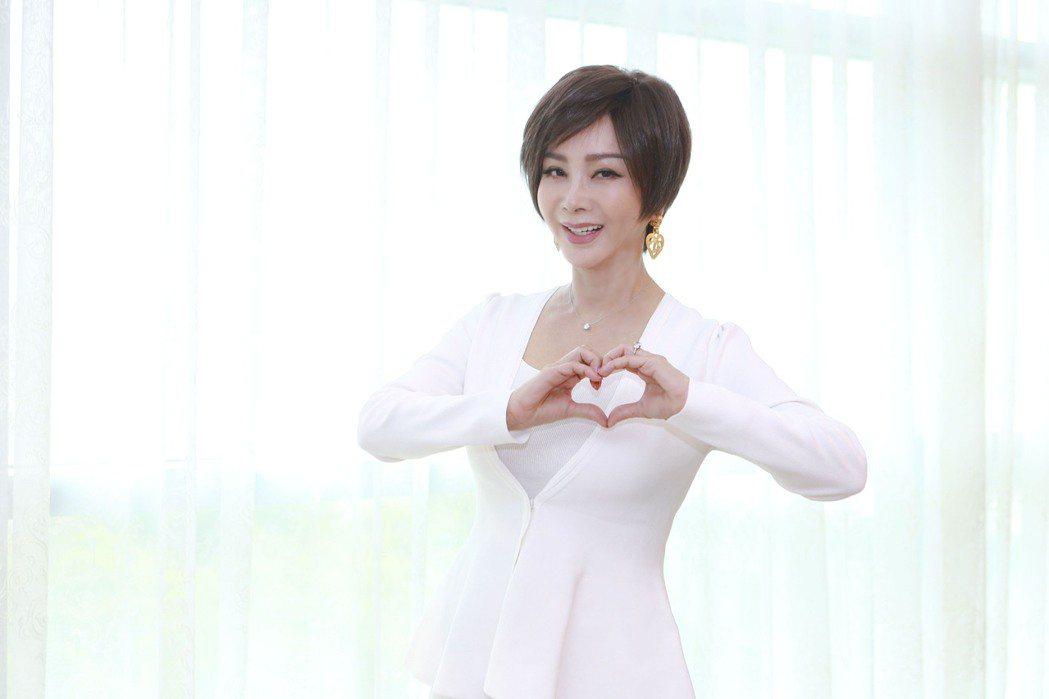 陳美鳳拍「黃金歲月」,分享過去秀場趣事。圖/民視提供
