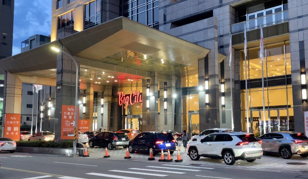 遠東巨城購物中心美食外送及行動外帶服務,攜手館內餐飲輕食近百家品牌超過1,500...