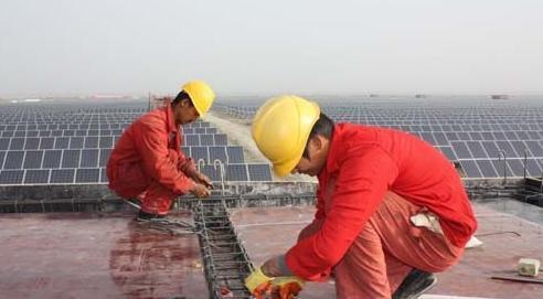 美國政府傳出考慮以新疆強迫勞動為理由,禁止從新疆進口多晶矽,恐怕將對大陸太陽能產...