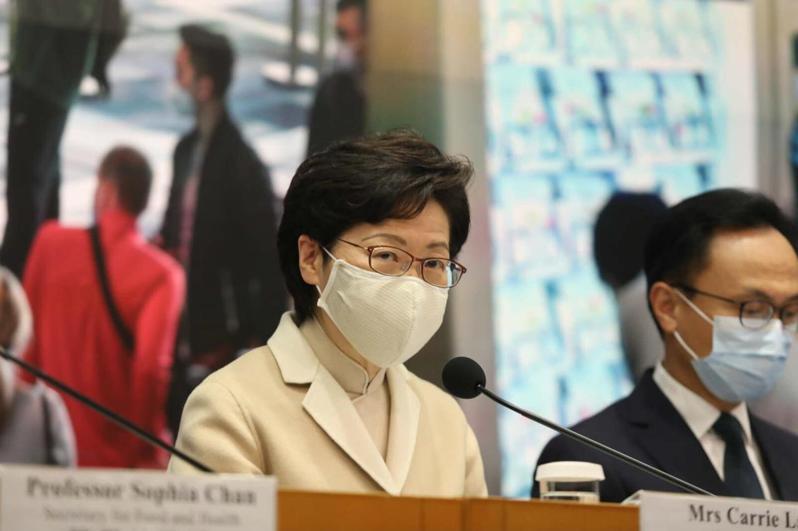 香港特首林鄭月娥22日表示,香港政府將爭取在未來一個月內安排區議員進行宣誓的工作。圖/取自環球網