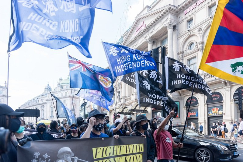 英國倫敦的一個流亡港人團體12日舉行港警首度用催淚瓦斯對付反送中抗議者兩周年紀念活動,路透/Sipa USA