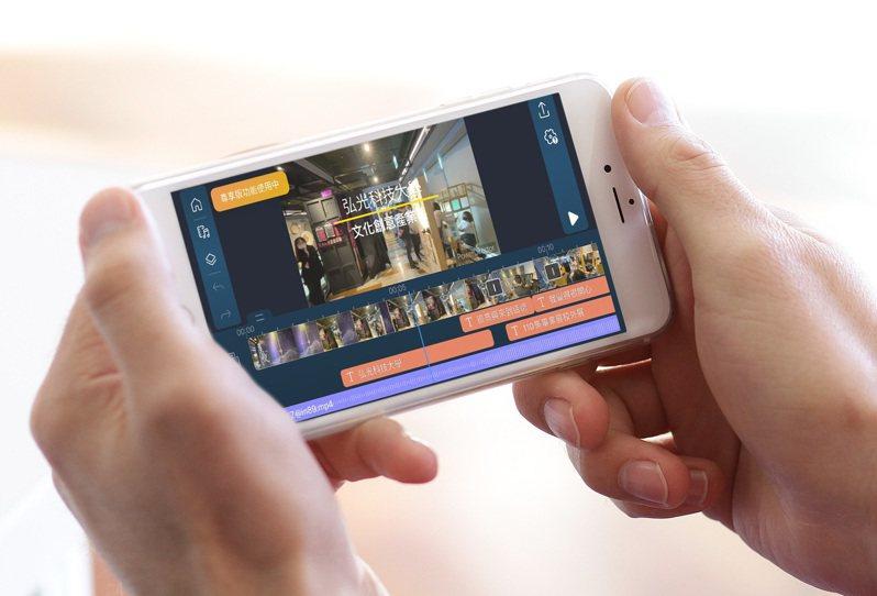 疫情加速數位轉型,台中市文化局推線上文創講座,教學用手機拍攝、剪輯吸睛影片。圖/台中市文化局提供