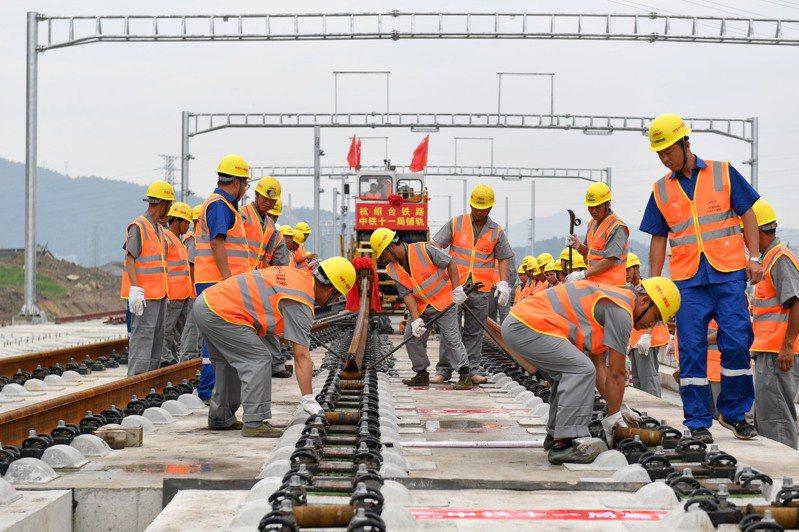 大陸嚴控城市軌道交通建設,已不再受理啟動城市軌道交通建設規劃的申請。新華社