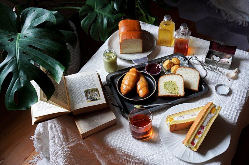 以茶甜點知名的One Tree Hill Taipei設計全新外送甜點組合,在家也能輕鬆享受美好時光。圖/Ying C. 陳穎提供