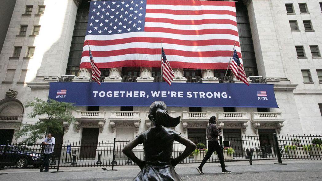 美國主要指數迭創新高,帶領全球股市走多頭行情。美聯社