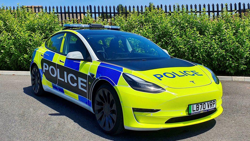 英國警隊也在日前迎來Model 3成為警察車隊成員,並將持續觀察電動車是否能負擔...