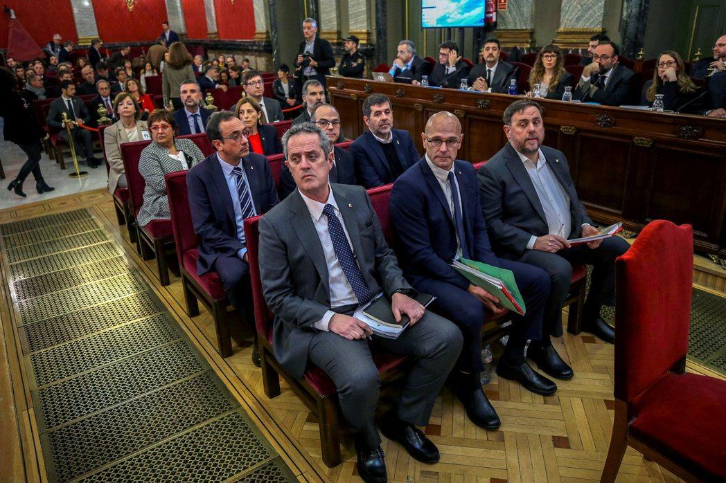 桑切斯政府的爭議特赦,針對的是2017年10月1日、不顧西班牙中央政府反對而執意...