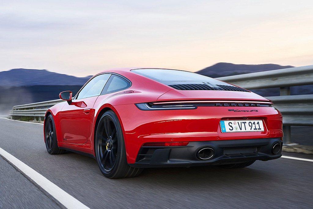 全新保時捷911 GTS的雙渦輪增壓水平對臥六缸引擎最大馬力達480ps,最大扭...