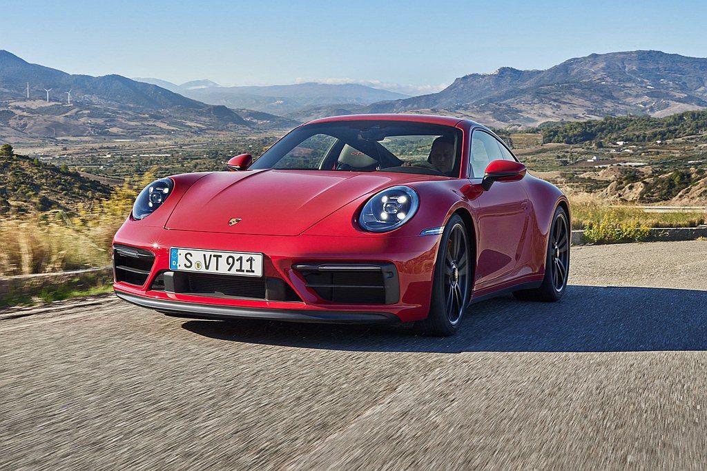 全新保時捷911 GTS標配的保時捷主動式懸載調整系統(PASM),使減震調節系...