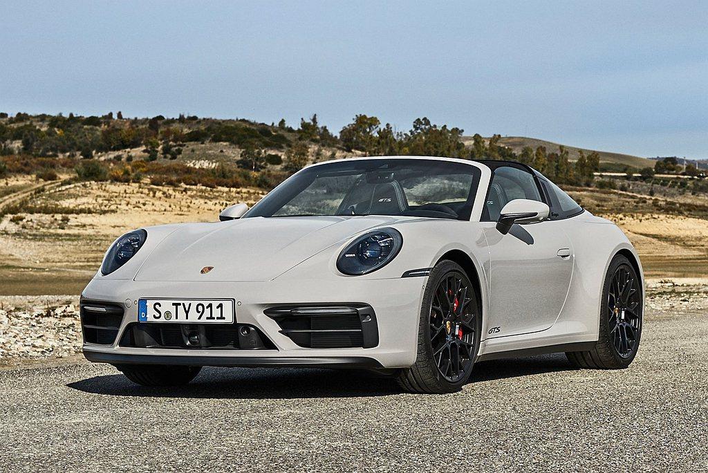 大量暗色及黑色處理的外觀細節是保時捷911 GTS一大特徵。911 Targa ...
