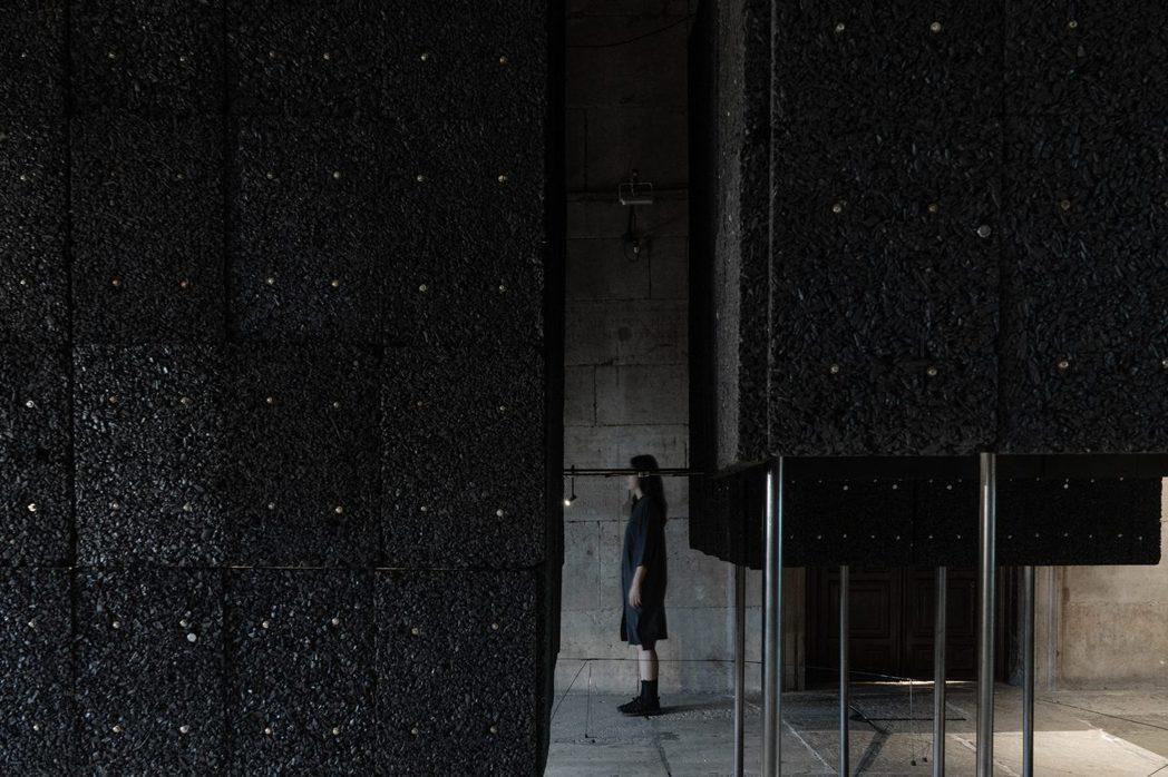 「野長城原始知覺研究室」台灣館現場展出照片。 圖/國立臺灣美術館提供