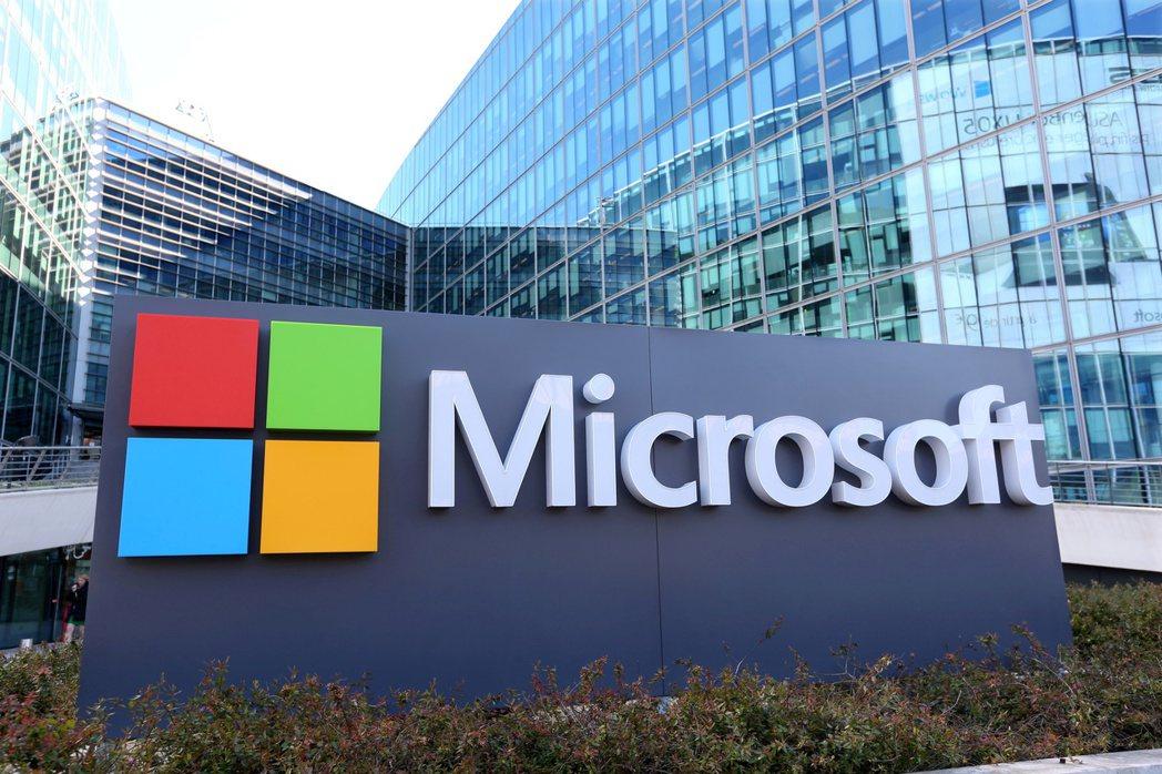 微軟市值22日短暫跨越2兆美元。路透