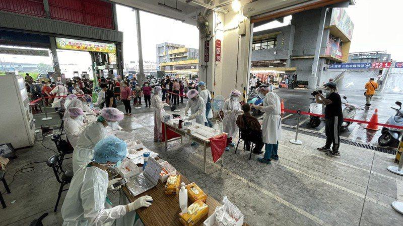 新北果菜市場單日篩檢3627人,全部都為陰性。圖/新北市衛生局提供