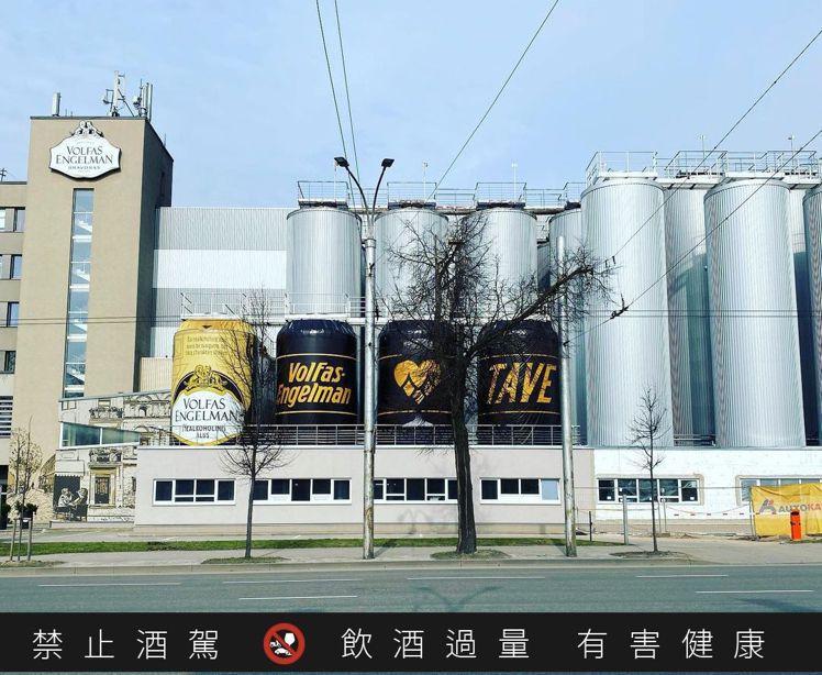 VOLFAS ENGELMAN的啤酒廠外觀甚至改造成宛如啤酒罐的視覺,令人會心一...