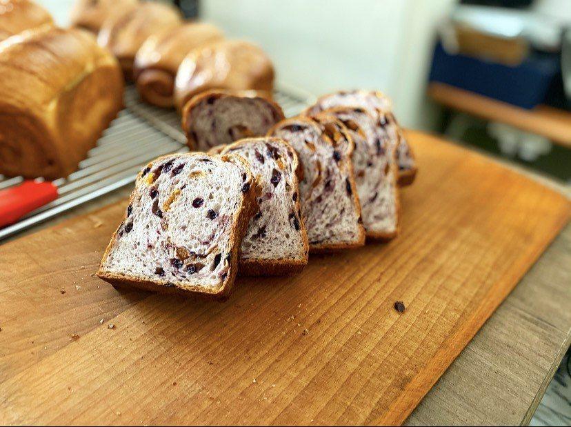 「100pain麵包製造室」的麵包,是台中知名超人氣秒殺麵包。圖/福嘀安伯提供